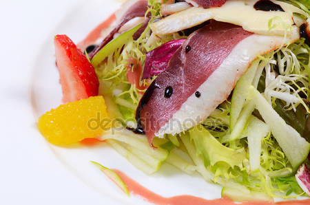 photo salad with smoked duck breast