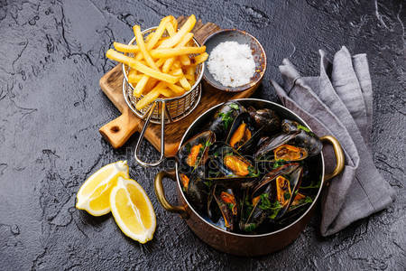 mussels and french fries