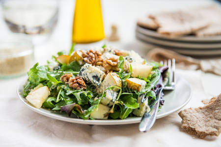 green salad with pears blue cheese